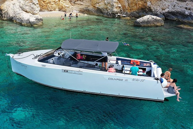 Luxury powerboat rent