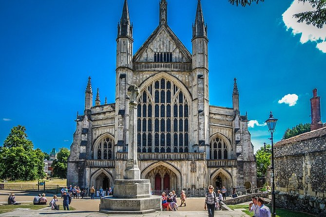 Windsor Castle, Stonehenge & Winchester Cathedral Private Tour