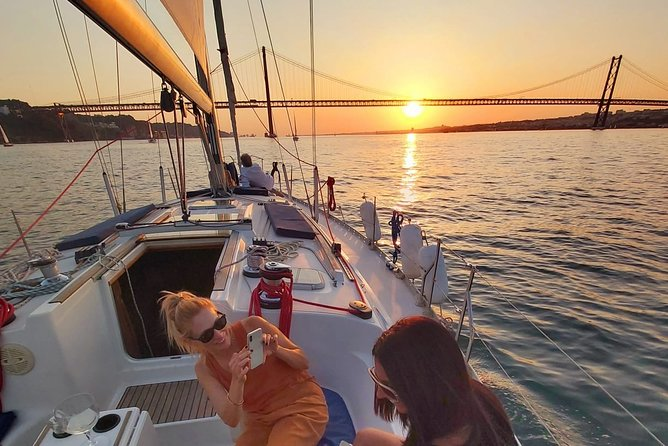 Sunset sailing with Drinks in Lisbon