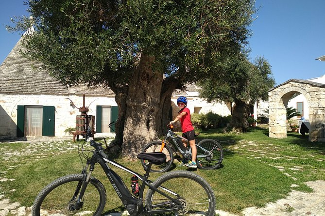 Family ebike tour in Valle d'Itria and tasting of typical products