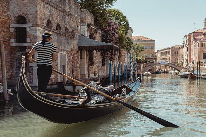 Danieli Ponte dei Sospiri private gondola ride 60 minutes