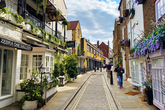 Self-guided Discovery Walk in London's Hampstead: A vibrant village voyage