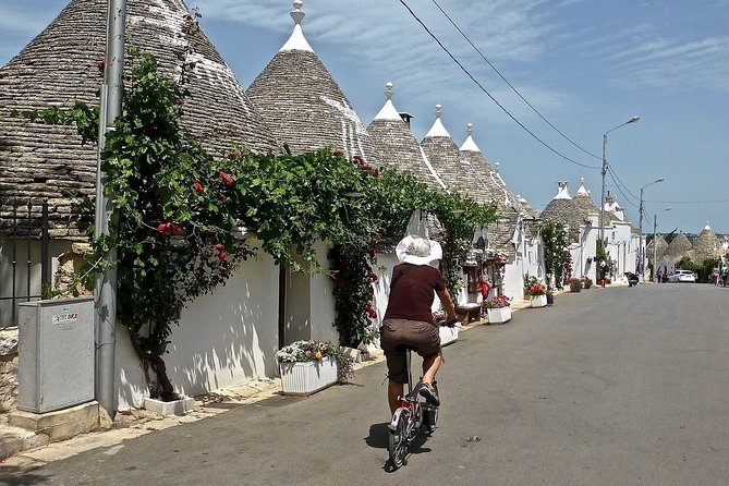 "Guided tour ""Love stories of Alberobello"""