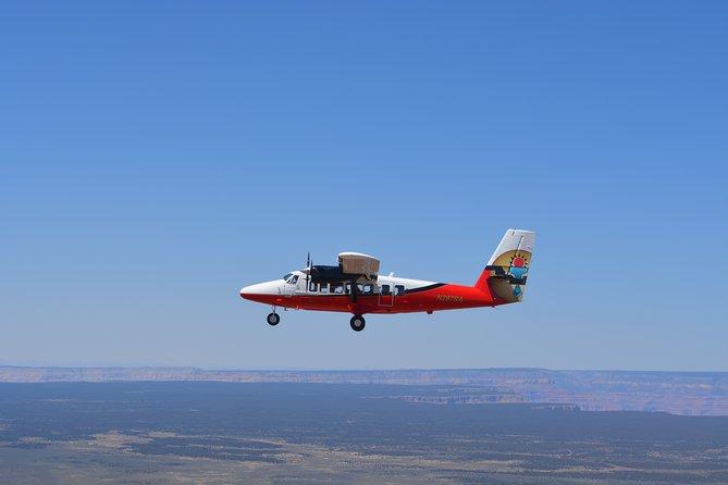 Het beste van de West Rim: vliegtour over de Grand Canyon met optioneel een helikoptervlucht, boottocht en toegang tot de Skywalk