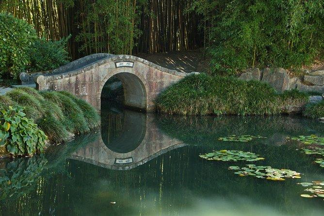 Hobbiton Movie Set and Hamilton Gardens from Auckland