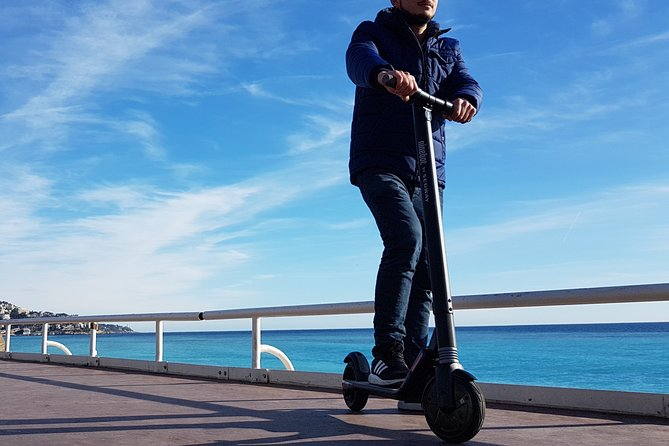Cannes Electric scooter rental - Day - CAT A