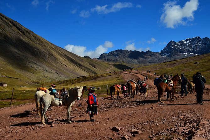 Full Day - Hiking Trip to The Rainbow Mountain from Cusco - Group Service
