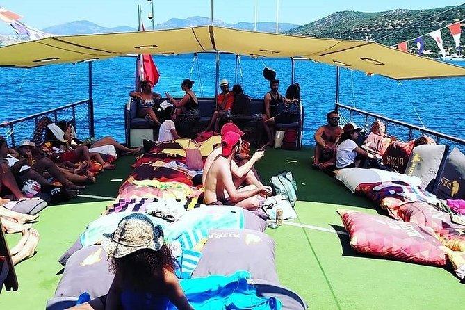Daily Boat Tour (Aquarium)