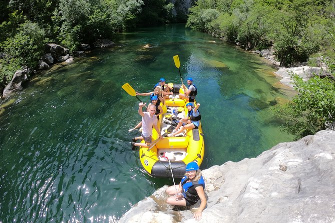 Rafting on Cetina in a small group with elements of canyoning & cliff jumping