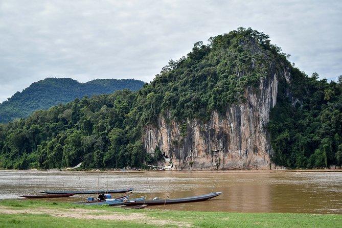 En vördnadsfull kryssning till Pak Ou-grottorna