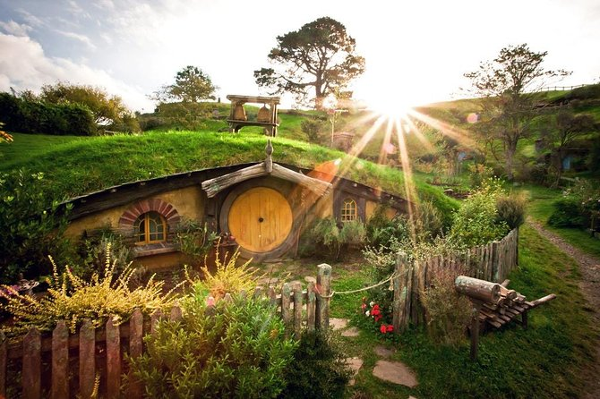 A Day Trip To Hobbiton Movie Set