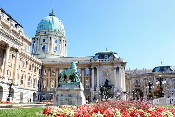 Buda Castle walking tour and Budapest Evening river cruise supersaver in Spanish