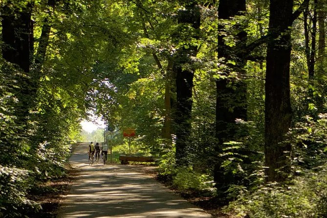 Guided Bike Ride from Berlin into Its Surrounding Nature and History