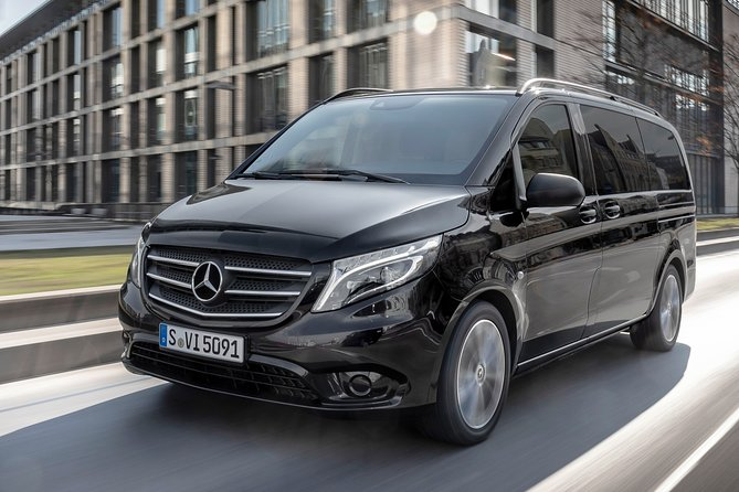 Hamburg Airport Transfers : Hamburg to Hamburg Airport XFW in Luxury Van