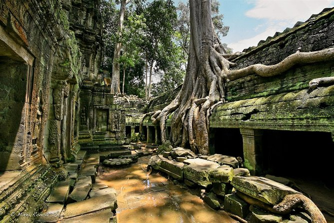 4-day Phnom Penh Siem Reap Angkor temples Floating village