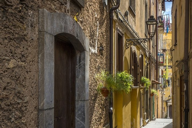 Walk in the historic center of Pisciotta