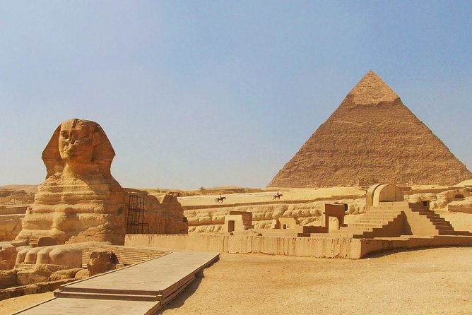 Private Tour of the Pyramids from Cairo