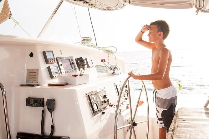 Catamaran Sailing to Isla Mujeres with Snorkeling, Lunch & Open Bar included