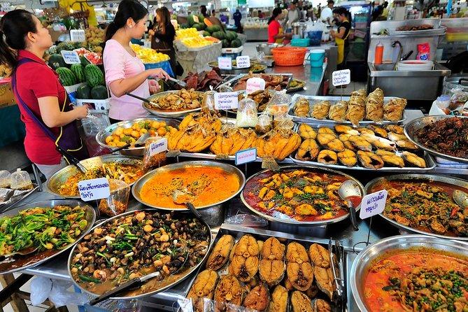 Private Street Food Tour in Bangkok and Golden Mount Wat Saket