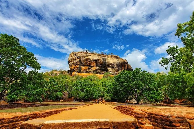 All Inclusive Sigiriya Rock Fortress and Dambulla Cave Temples Private Day Trip