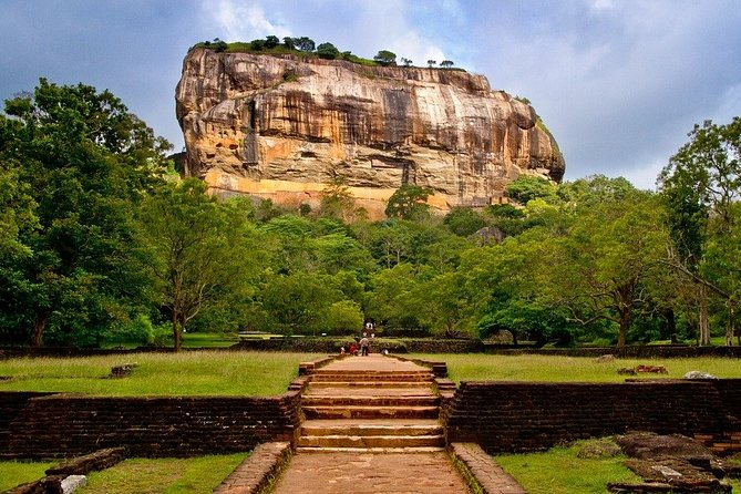 Sigiriya Rock Fortress and Dambulla Cave Temple Day Tour