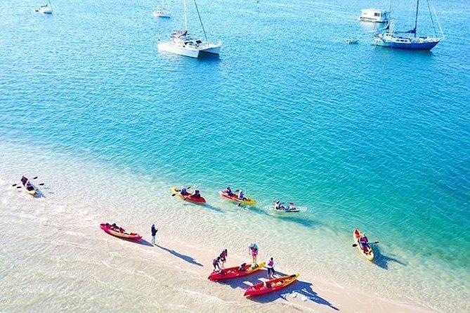 Kayak, senderismo y buceo en Wave Break Island con fruta fresca
