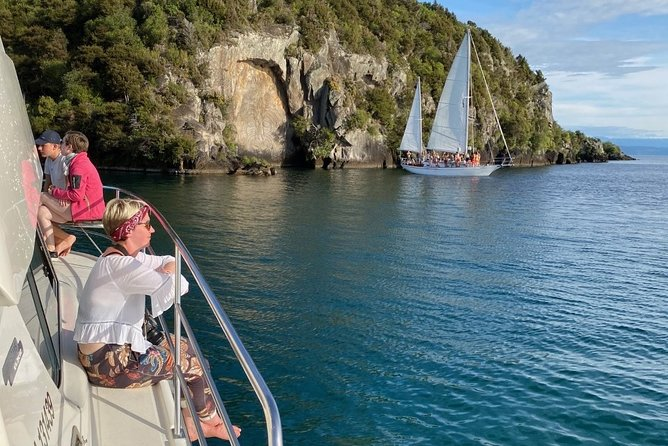 Cruise Kakariki to the Maori Rock Carvings