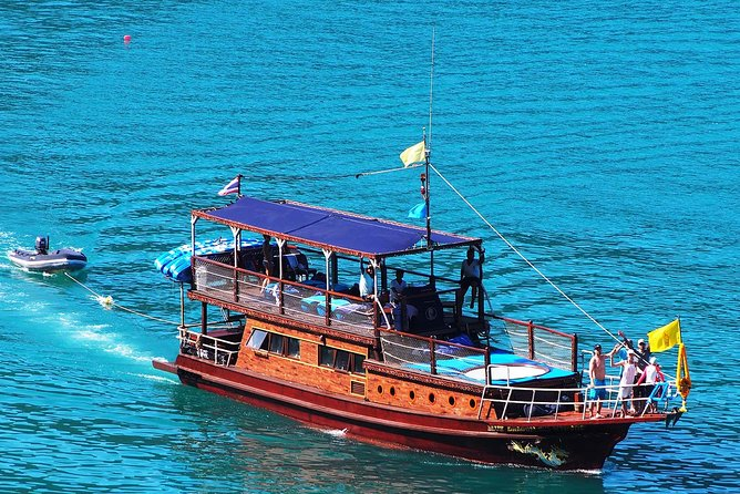 Private Full-Day Blue Dragon Yacht for Snorkeling Koh Tan & Visit Pink Dolphin