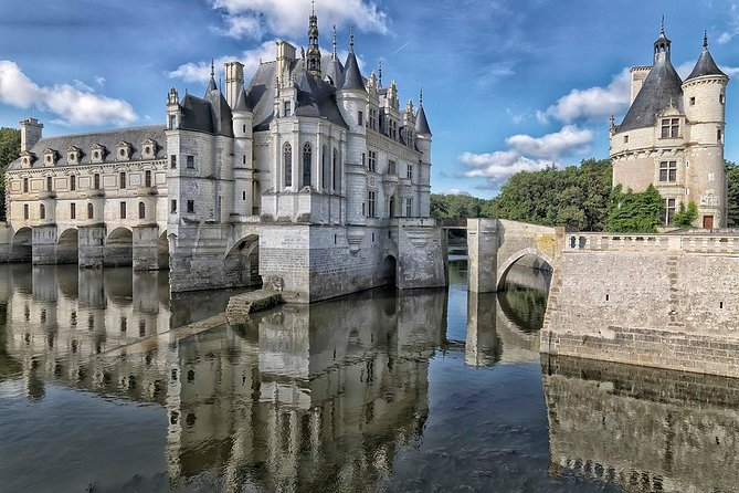 Loire Valley castles and Panda Zoo in 2-Day Tour from Paris by PRIVATE CAR