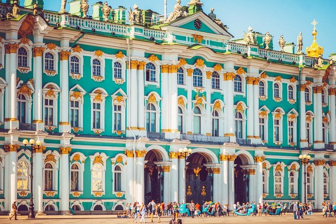 Private City Tour in St Petersburg with Traditional Lunch