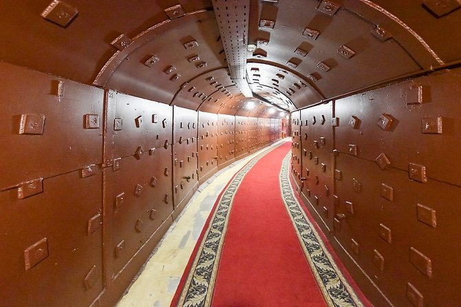Moscow: Metro tour & visiting a museum Bunker-42