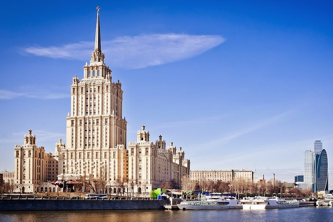 Moscow: Metro tour & boat trip of Moscow river