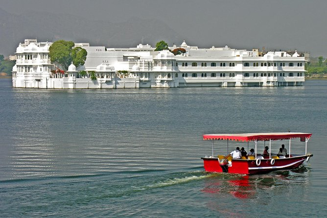 Udaipur- Transfers+Hotel+Sightseeing (3 Days)