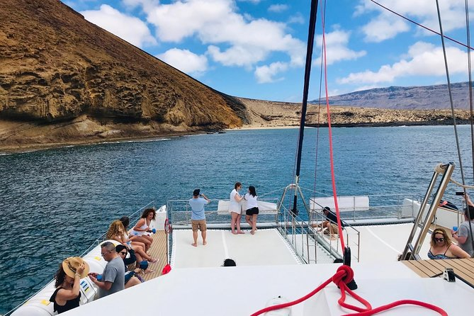 Lanzarote: La Graciosa island cruise with lunch and water activities