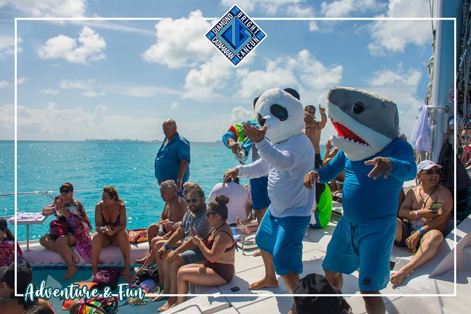 Luxury Catamaran tour to isla mujeres with transportation from Tulum