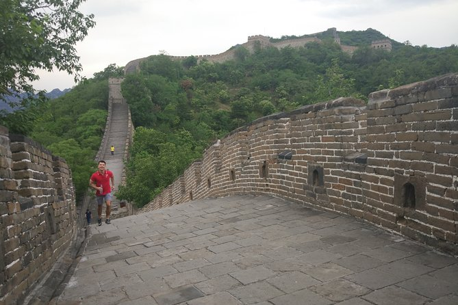 Private Day Tour to Mutianyu Great Wall & 798 Art Zone with Local Food Lunch