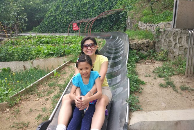 All-inclusive Day Tour: Mutianyu Great Wall & Beijing Panda Zoo with Local Lunch