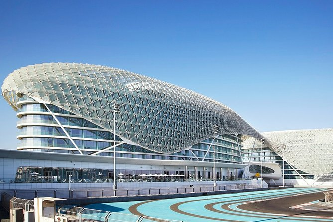 Abu Dhabi Airport Transfers : Abu Dhabi City to Airport AUH in Luxury Van