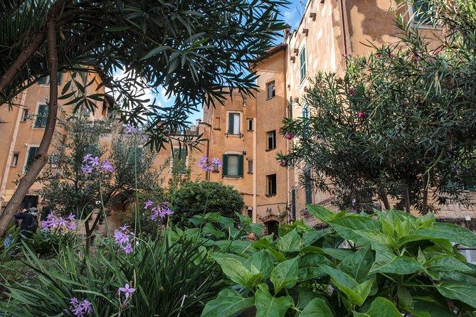 Photo Tour in Garbatella, the neighborhood of garden houses