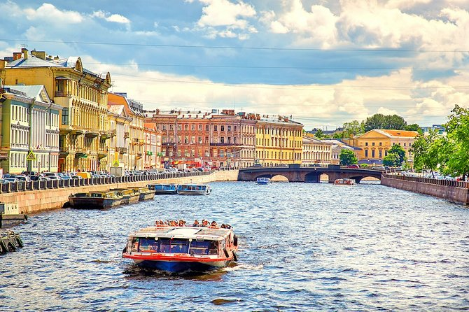 St. Petersburg: Excursion on rivers and canals with a guide