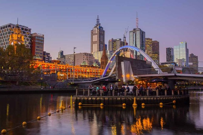 Arrival Private Transfers: Melbourne Airport MEL to Melbourne in Business Car