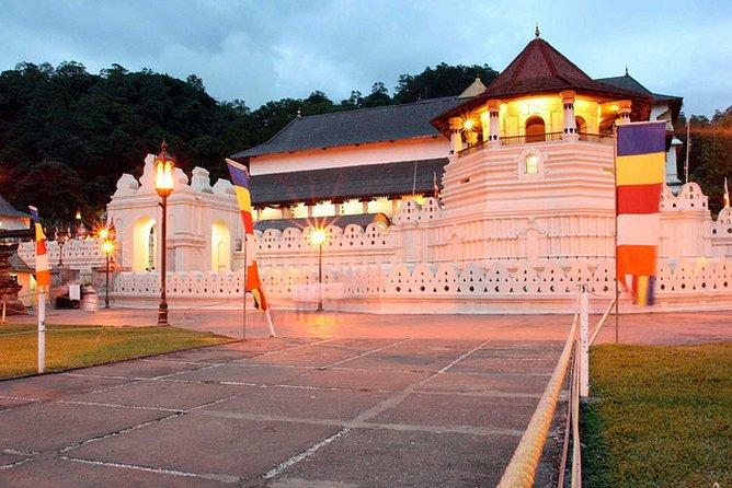 2 Days Tour to Kandy and Sigiriya