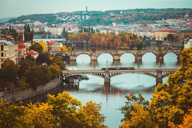 Private Transfer from Berlin to Prague with 2 Sightseeing Stops