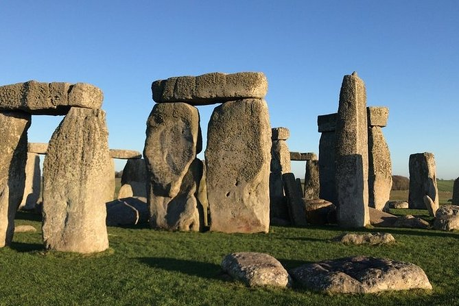 Full-Day Private Tour to Salisbury, Stonehenge and Woodhenge