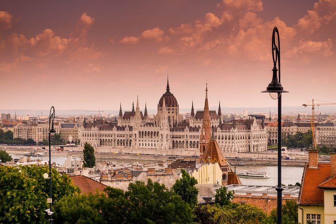 Prague to Budapest - Private Transfer with 2 hours of Sightseeing