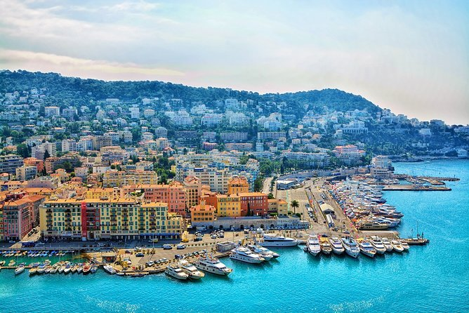 Discover the beauty of old district of Nice walking tour