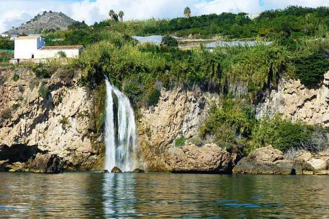 Exclusive Private 3 hour Sightseeing – Swim Boat Trip to Maro Waterfalls