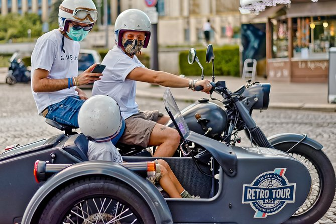 Vintage Private Tour: Sidecar Motorcycle Ural Paris (1hr30)