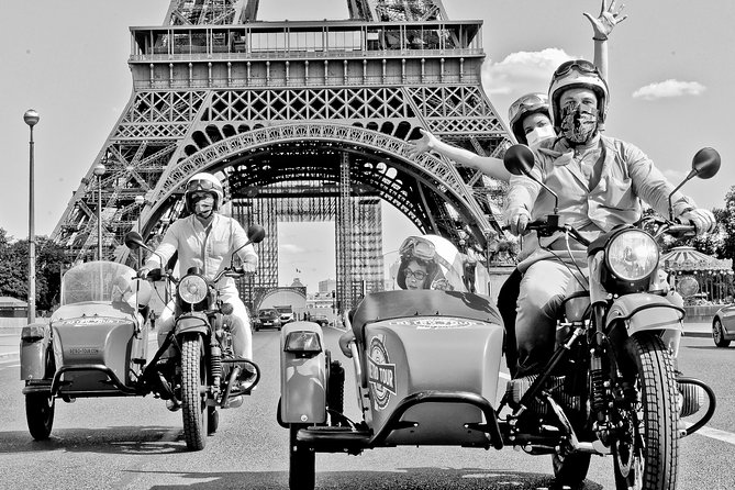 Classic Vintage Tour on Sidecar Motorcycle Ural: Best of Paris (1hour)