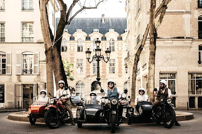 Vintage Private Tour: Sidecar Motorcycle Ural Paris (1hr30)
